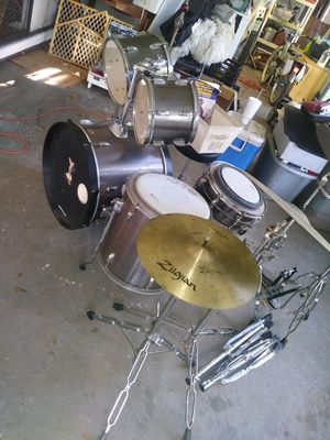 Tampa chrome 5 piece drum set, comes with extra symbols in extra stands and a double bass foot pedal for Sale in Lakeland, FL