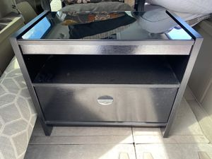 2 night stands and matching tall dresser with glass tops for Sale in Fort Myers, FL