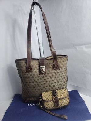DOONEY & BOURKE Signature Brown Canvas Leather LARGE Shoulder Tote Purse Bag with Wristlet for Sale in San Antonio, TX