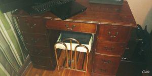 Very nice vintage desk still good condition needing gone for Sale in Wichita, KS
