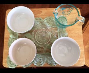 3 Bowls 1 Pyrex Measuring Cup And Juicer. for Sale in Providence, RI
