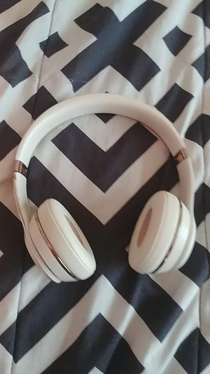 Beats solo 3 wireless heqdphones for Sale in Seagoville, TX