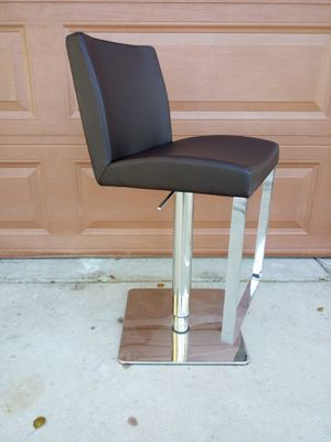(1)- ADJUSTABLE LEATHER SWIVEL BARSTOOL ( COLOR BROWN) for Sale in Goodyear, AZ
