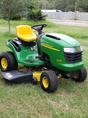 """2005'John Deere L108 Auto Riding lawnmower 42"""" for Sale in Humble, TX"""