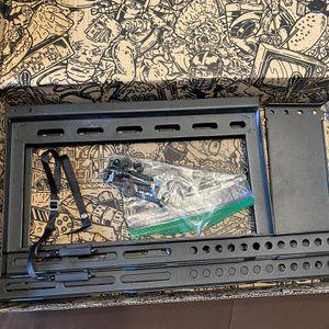 Echo Gear Tilting Tv Mount Model Number EGLT 3 for Sale in Salinas, CA