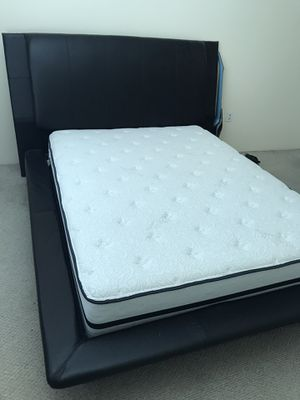 Bed frame and queen mattress for Sale in Fort Lauderdale, FL