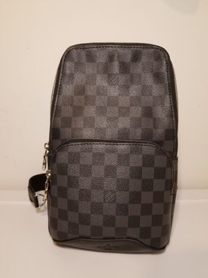 Louis Vuitton Avenue Sling Leather Crossbody Bag for Sale in Queens, NY