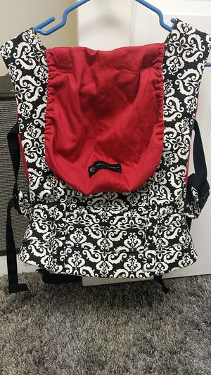 Petunia Pickle Bottom Ergobaby carrier for Sale in Grand Rapids, MI