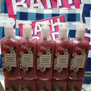 BATH AND BODY WORKS- JAPANESE CHERRY BLOSSOM HAND SOAP for Sale in Garden Grove, CA