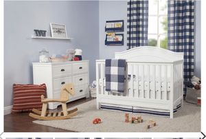 Davinci Charlie 4-in- 1 convertible crib for Sale in The Bronx, NY