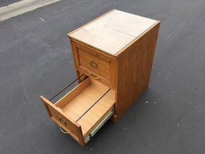FILE CABINET WITH GLASS TOP for Sale in Gardena, CA