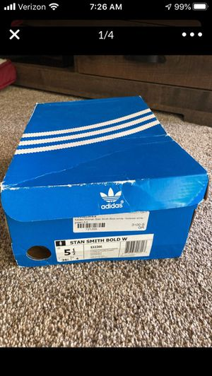 Women's Adidas tennis shoe for Sale in Westminster, CA