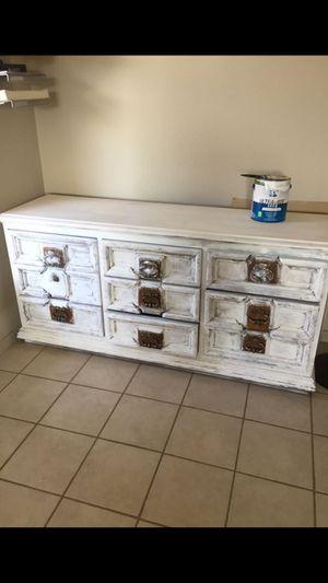 Dresser for Sale in Hesperia, CA