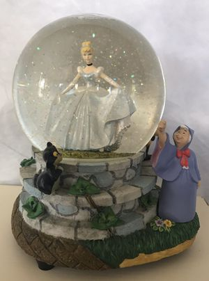 Disney Cinderella Snow Globe Musical for Sale in Kissimmee, FL