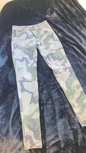 Brandy Melville Camo Pants for Sale in Lafayette, CA