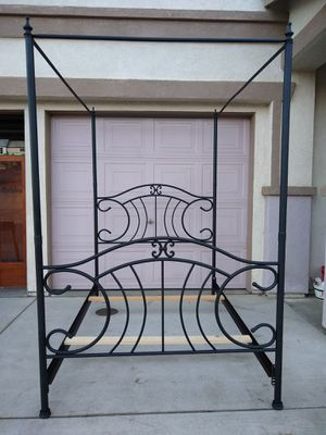 Full Size Metal Canopy Bed Frame Cama for Sale in Modesto, CA