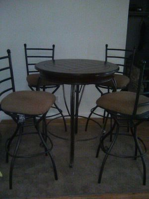 Round table & 4 chairs for Sale in Phoenix, AZ