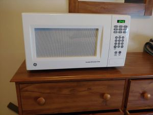 Microwave good condition for Sale in Alexandria, VA