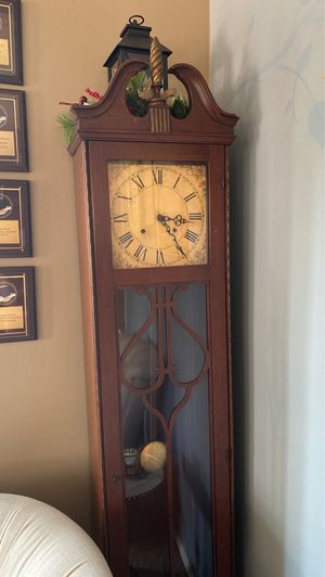 Charming Grandmother Clock for Sale in Claremont, CA