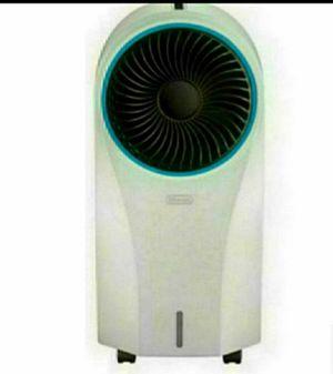 DeLonghi EV250.WH Portable Evaporative Cooler - White for Sale in Bloomington, CA