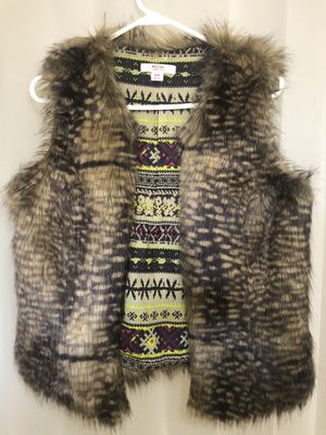 Mossimo Fur Vest (Medium Size) for Sale in City of Industry, CA