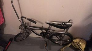 Black and gray cruiser bike for Sale in Valley View, OH