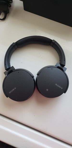 Sony wireless headphones noise cancelling (MDR-XB950N1) for Sale in Austin, TX