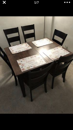 Dining room table for Sale in Lincolnia, VA