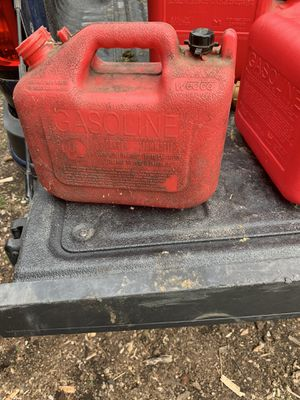 5 are 6 gas can for Sale in Peoria, IL