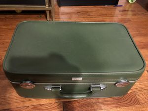 Vintage AMELIA EARHART Green Luggage Travel Suitcase for Sale in Staten Island, NY