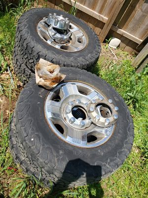 "18"" Ford 10 ply tires and OEM rims for Sale in Goshen, IN"