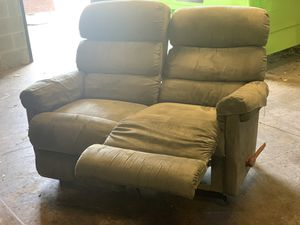 Lazy Boy love seat recliner for Sale in Raleigh, NC