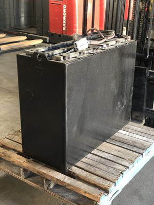 ELECTRIC FORKLIFT INDUSTRIAL BATTERY for Sale in Chino Hills, CA