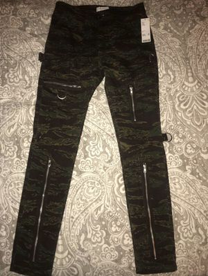 Urban Outfitters camo pants w zipper for Sale in Washington, DC