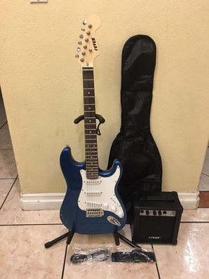 Fever electric guitar package with amplifier soft case strap and cable for Sale in Bell Gardens, CA