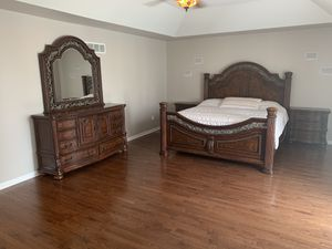 Gorgeous 4 Piece King Bedroom Set for Sale in Shelby Charter Township, MI
