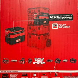 Milwaukee M18 FUEL PACKOUT 18-Volt Lithium-Ion Cordless 2.5 Gal. Wet/Dry Vacuum (Tool-Only) for Sale in Miami, FL