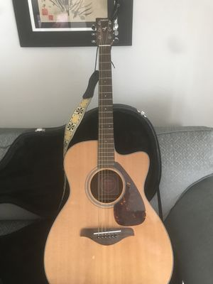 Yamaha FSX700SC Acoustic Electric Guitar and Case for Sale in Colorado Springs, CO