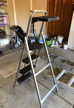 6 foot ladder with paint tray for Sale in Brentwood, CA