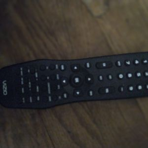 """Vizio tv 32 """"Inch , Sony DVD PLAYER , BOTH COME WITH REMOTES for Sale in Forestville, MD"""