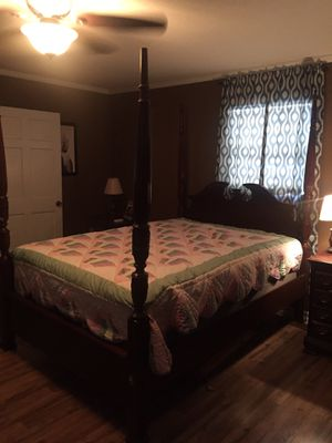 Four post bedroom suit for Sale in Sharon, TN
