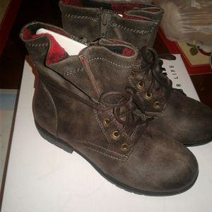 Girls size 1 boots for Sale in Kenosha, WI