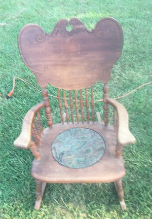 Antique rocker for Sale in Chandler, TX