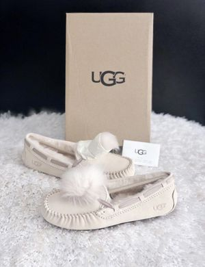 ✨New UGG AUSTRALIA Dakota Suede Water Resistant Pompom Slippers Cream Women's Shoes Size 8M for Sale in Spring, TX