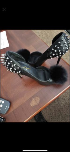 Heel size 9 for Sale in Milwaukee, WI