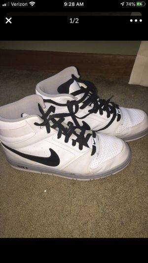 Nike Men's High Tops Basketball shoe 8 1/2 8.5 for Sale in Cary, NC