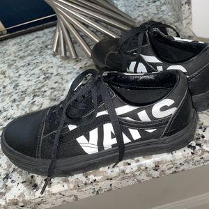 Black VANS Shoes ( Size - Girls 6.5 Boys 5) for Sale in Hialeah, FL