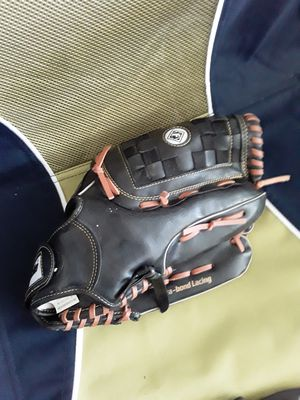 Baseball Glove for Sale in Palmdale, CA