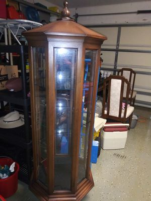 Beautiful shelf in excellent wood and glass conditions with light inside for Sale in Port St. Lucie, FL