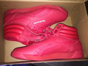 Red Reebok Classic for Sale in Poinciana, FL